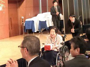 100歳で現役美容師の平田さん
