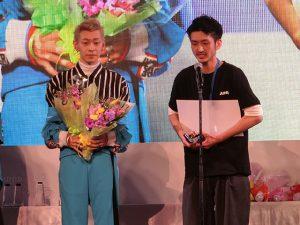 men's design award_gold prizeの古庄真也選手とモデル