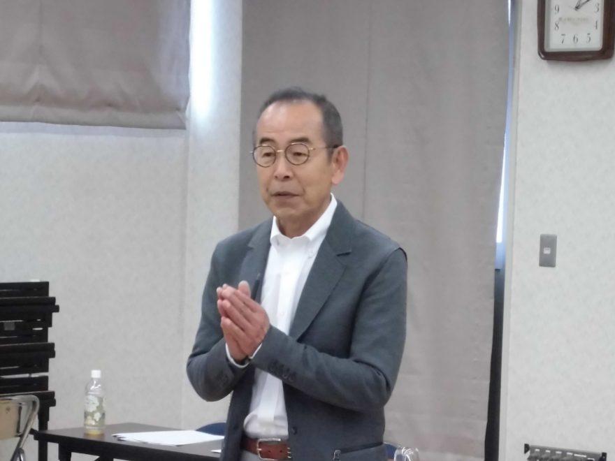 前中央理美容学校教頭の安井万左男氏