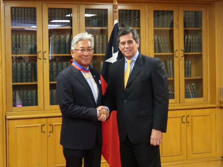 タカラベルモント社長 チリ共和国より勲章授与